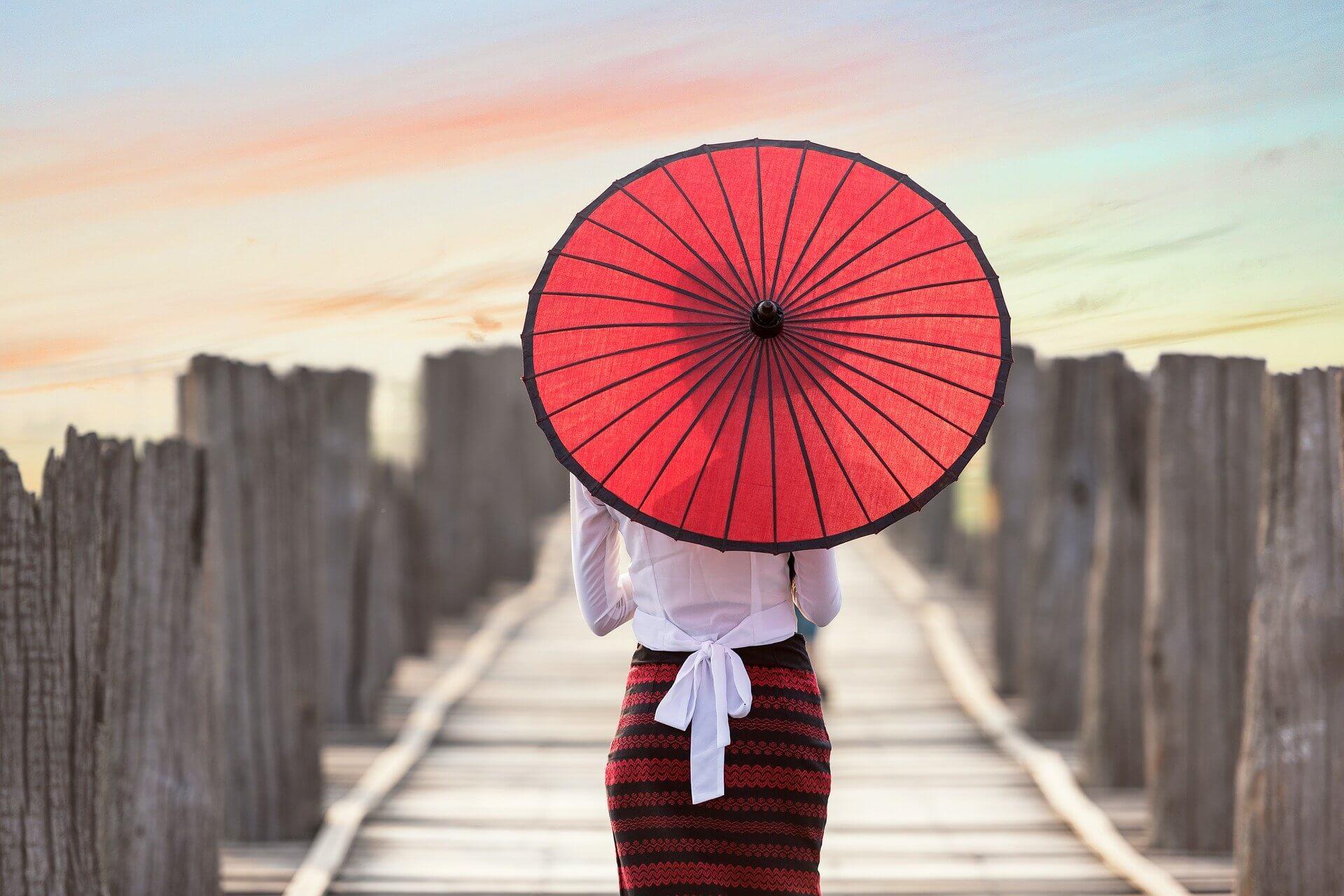 азиатка с зонтом
