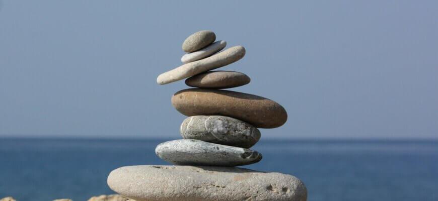 камни у моря